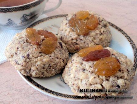 Горіхове печиво з родзинками і курагою