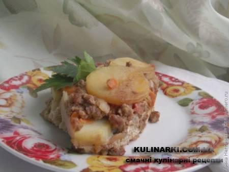 Картопляна запіканка під грибним соусом