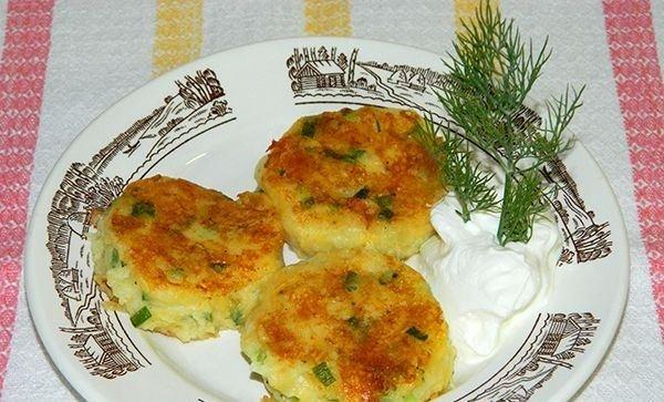 Картопляні биточки з сиром і цибулею